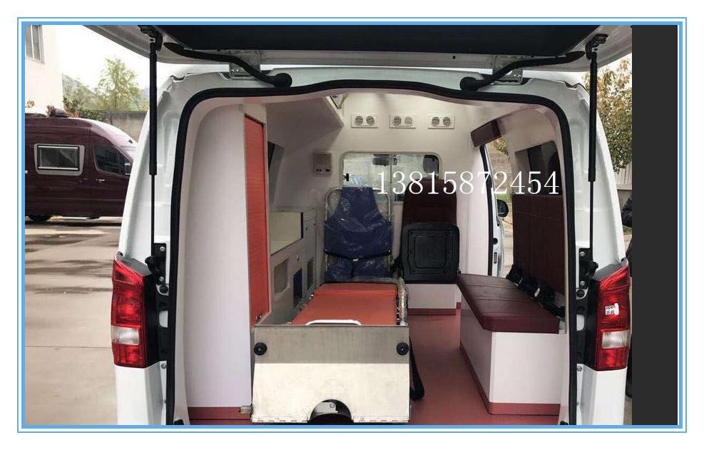 奔馳重癥救護車4.jpg